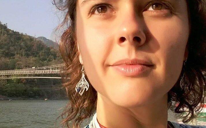Professora de Yoga e naturóloga, Yara de Paula